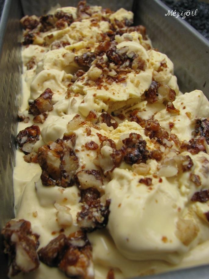 Mézes finomságok...: Fehércsoki fagyi házi krémsajttal és diógrillázzsal