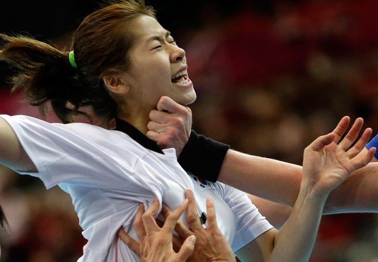 South Korea's Kim Bok-yung is stopped by Russia's Liudmila Bodnieva and Russia's Ekaterina Davydenko during their women's handball quarterfinal match, on August 7, 2012, in London. (AP Photo/Matthias Schrader)