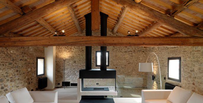 Poi sono stati usati elementi naturali come il legno, la pietra, il lino e il cotone. 10 Idee Su Interni Case In Pietra Interni Casa Case Interni