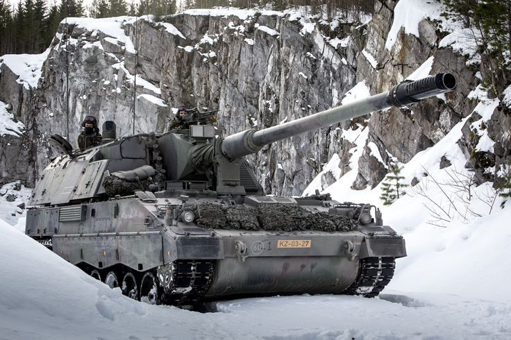 Dutch Panzerhaubitze 2000 (PzH 2000) in Norway [3000 2000]