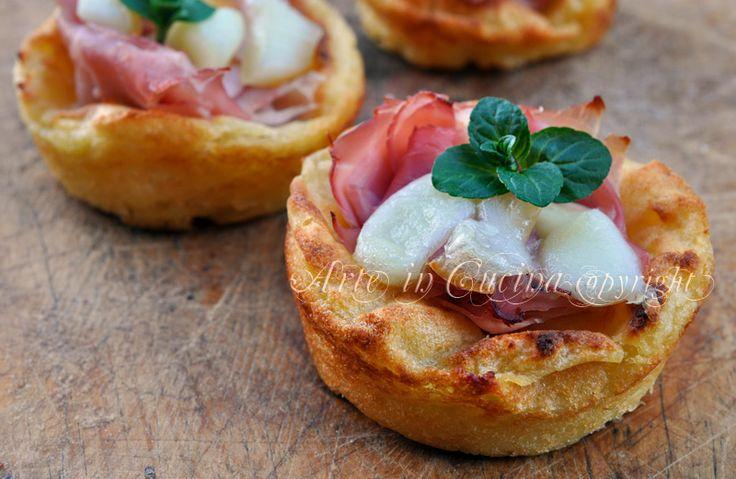 Cestini di patate con prosciutto e scamorza, ricetta facile, ottimo antipasto, si può preparare in anticipo, perfetto per feste e buffet, finger food salato.