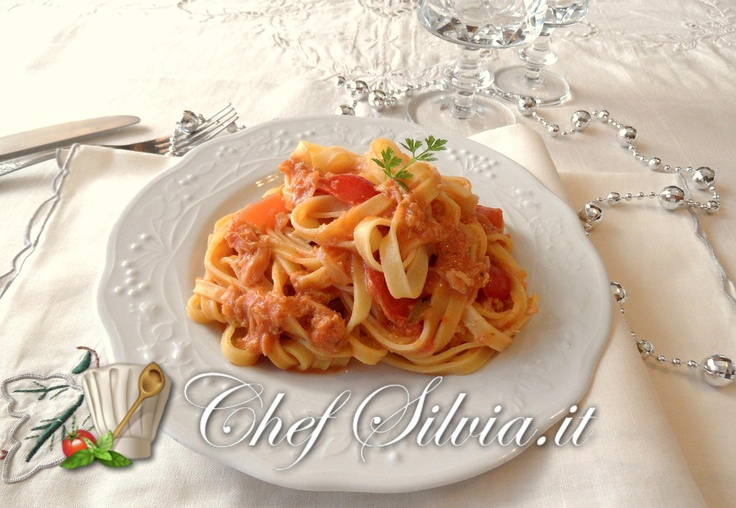 Tagliatelle alla polpa di granchio - noodles with crab meat   http://www.chefsilvia.it/ricette-pasta/item/ricetta-tagliatelle-al-granchio.html?category_id=208