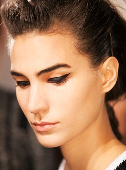 Everything you need to know about eyebrow transplants: http://r29.co/2tmlbTt