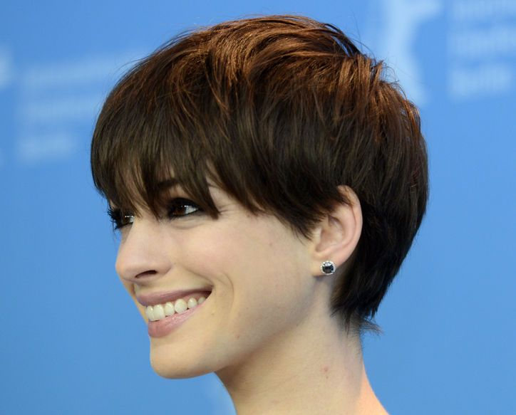 I need to grow my pixie bangs ous. Anne Hathaway Has the Best Bangs I've Seen in a LONG Time