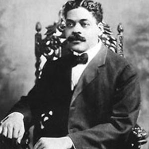 Arturo Schomburg (1874-1938)  An intellectual leader in the Harlem Renaissance and activist for Puerto Rican independence, he dedicated his entire life to chronicling the contributions of afrodescendientes around the globe. His archives, which include slave narratives, literature, art, and other historical artifacts led to the creation of the Schomburg Collection of Negro Literature and Art, later the Schomburg Center for Research in Black Culture in New York.