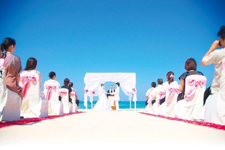 沖縄ビーチウェディング 220,000円(税別) ※ドレス持込自由なプランです    #沖縄#ビーチウェディング#沖縄格安挙式