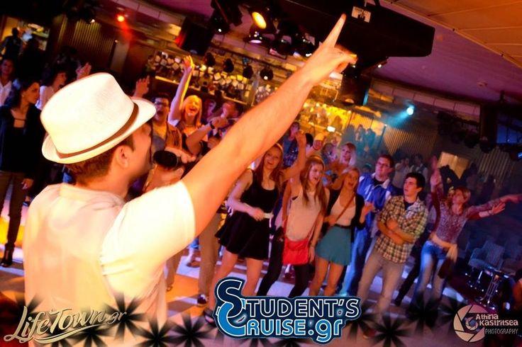 """Ο claydee στην σκηνή πραγματικά το """"ζει"""" #Claydee,always shares great energy,onstage!  #celebrities #cruise #studentscruises www.studentscruise.gr"""