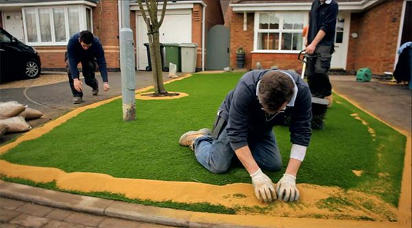 It is recommended that 6-8 kg of kiln dried sand be spread over each square metre of artificial turf.