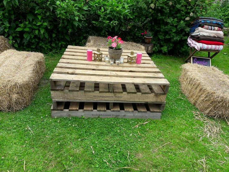 DIY pallet table and Hay bale seating