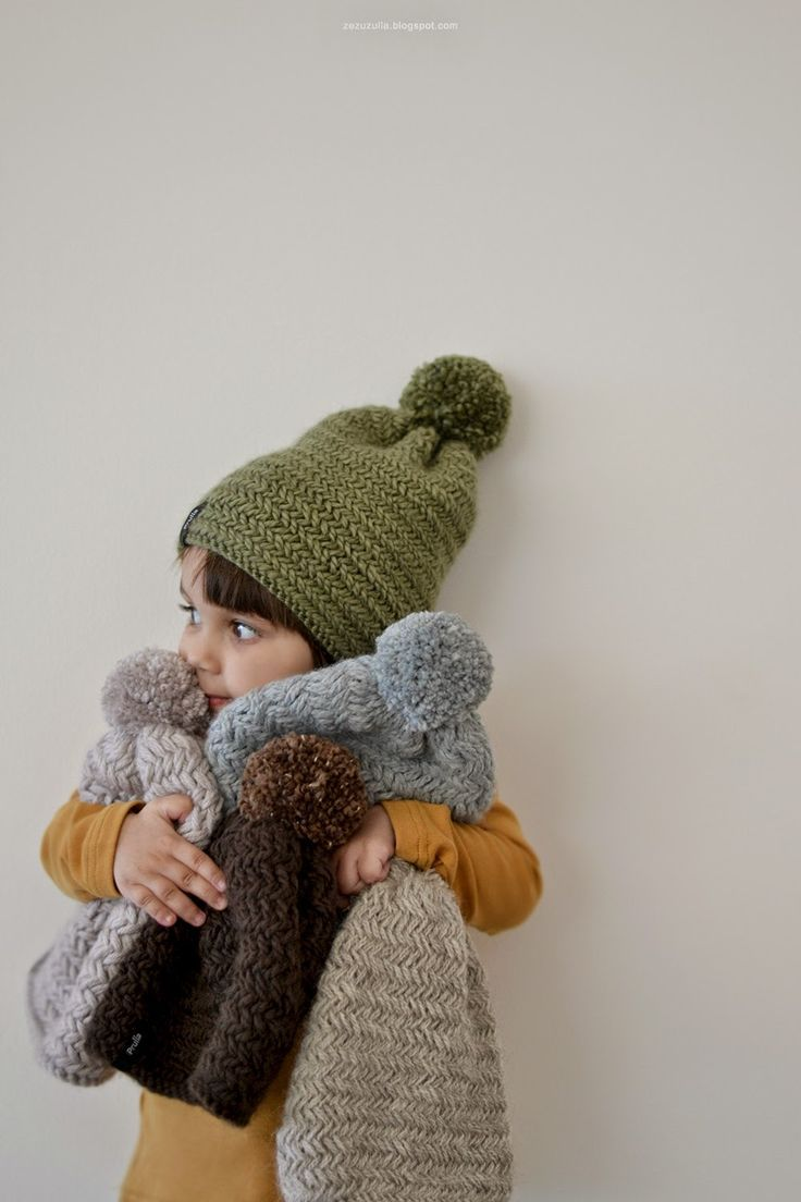 Week 2: This picture is just so cute, hugging some knitted goodies.   ZEZUZULLA . Lato 2015 .