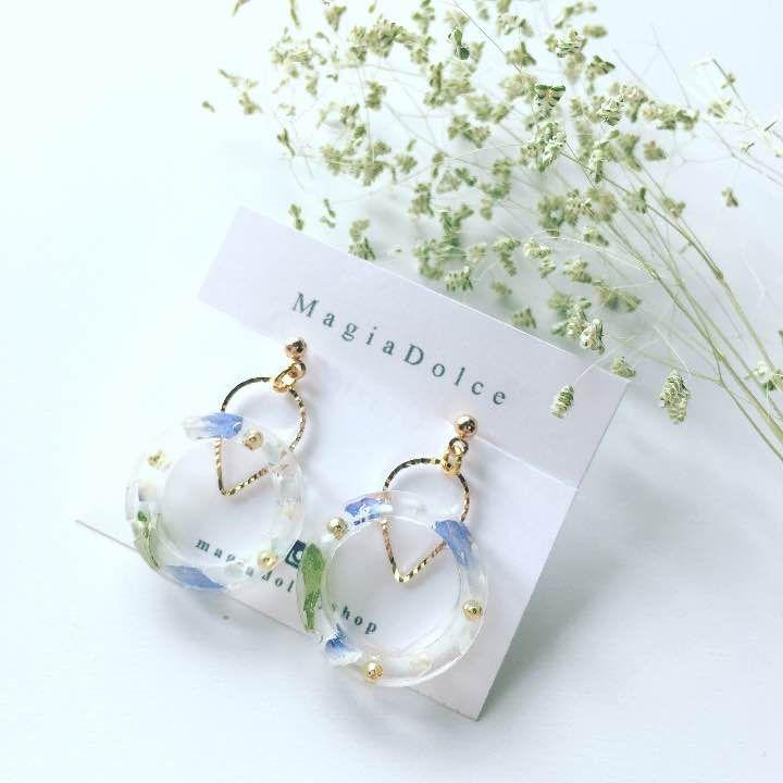 メルカリ商品: 再販H21 お花イヤリング ハンドメイドピアス 青ゴールドブルー #メルカリ