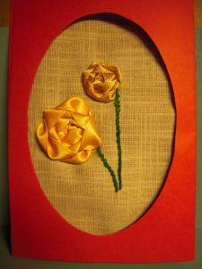3D gratulationskot med bandbroderade gula rosor i passpaartoutkort