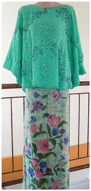 handmade embroidery batwing kebaya by Srengenge. Visit: https://www.facebook.com/RumahKreasiSrengenge. sms/wa: +6287825203130.Pin bb:76254BB1