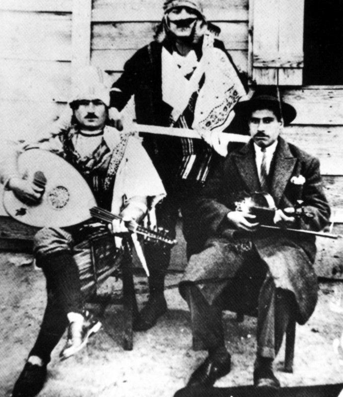 Νέα Ιωνία. Αποκριάτικο γλέντι της οικογένειας Π. Κατσικά, 1923.
