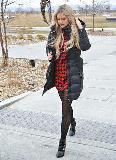 黒ダウンコート×千鳥格子ワンピースのコーデも◎。秋冬ファッションに取り入れたいシャツワンピースコーデ♡