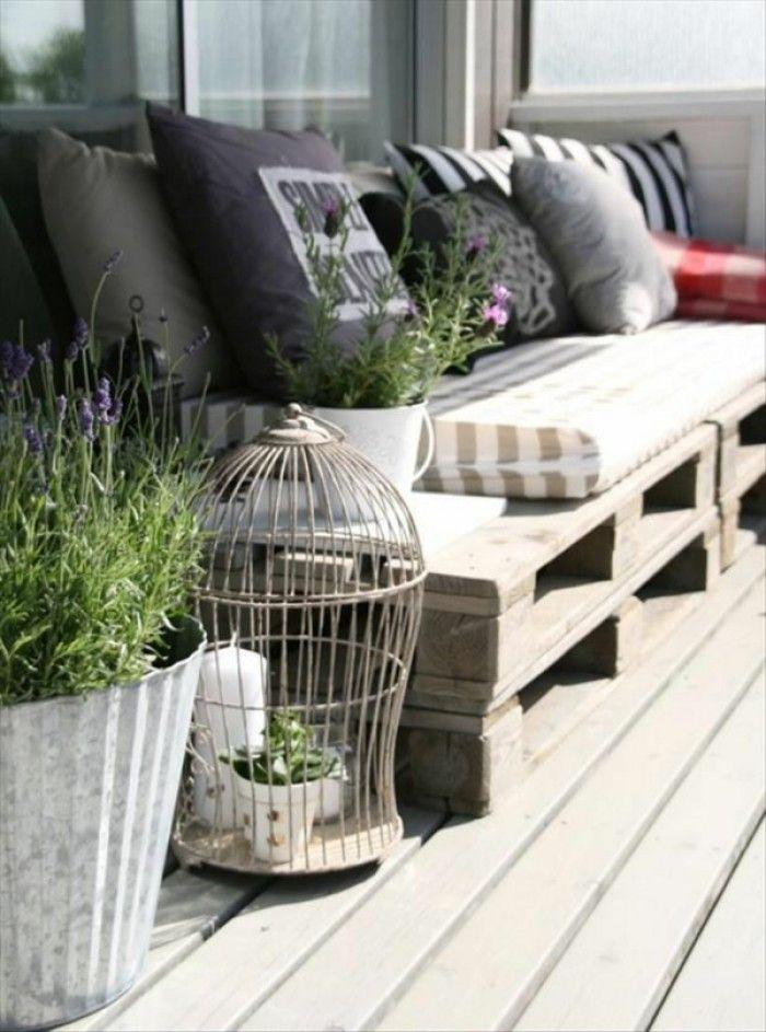 Lounge Sitzecke für den Balkon oder die Terrasse. Noch mehr Ideen gibt es auf www.Spaaz.de!