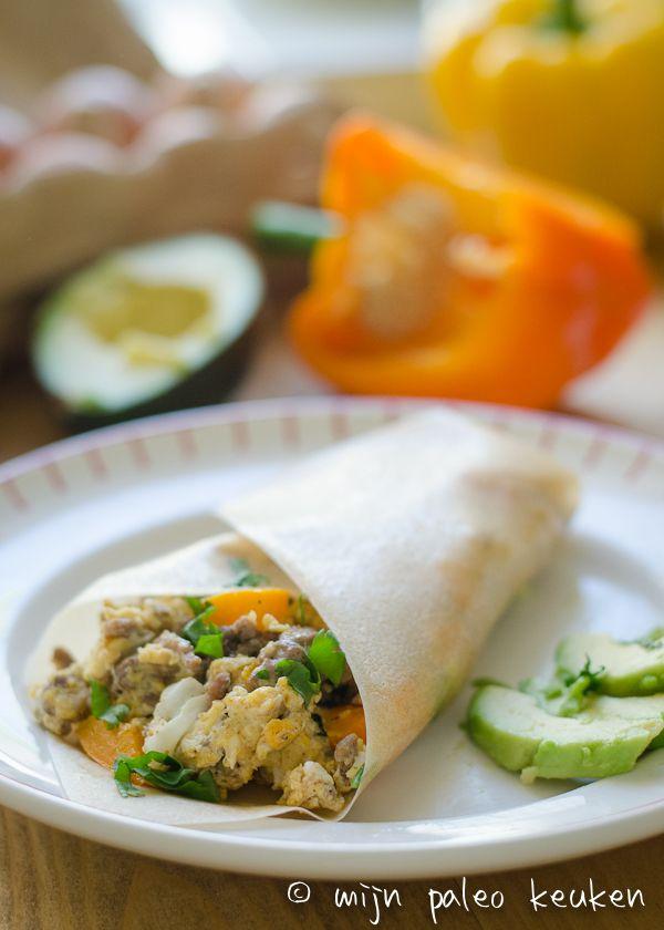 Gebruik deze gezonde wraps om burrito's met ei, gehakt en paprika te maken. Deze paleo wraps ontbijt burrito's staan snel op tafel, zijn lekker en hebben veel variatie mogelijkheden!