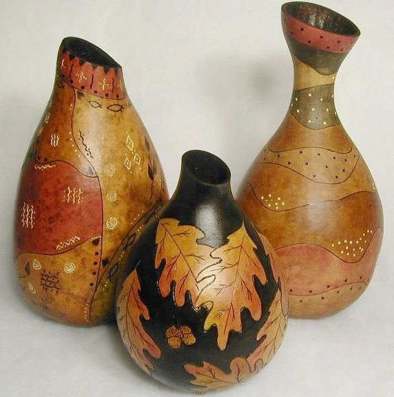 Gourd art ~ great unspriation and ideas for this shape gourd
