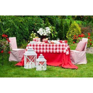 Checkered decorations in the garden. #dekoriapl #garden #red #checkered #decorations #inspirations #styling #lampions #flowers #trees