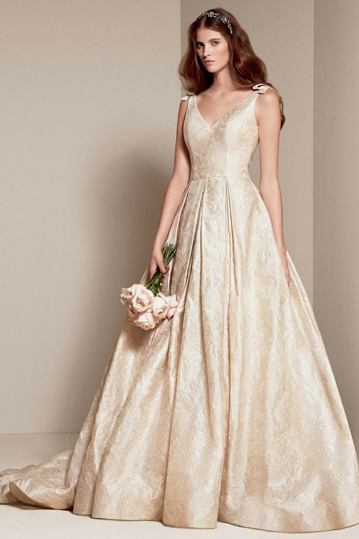 97 best vera wang bride images on pinterest wedding for Price of vera wang wedding dress