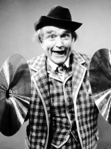 """Tonight 9-30 in 1951 The Red Skelton Show debuted on NBC-TV -- it would have a historic run until 1971. His sign off was always """"Thank you and may God bless."""""""