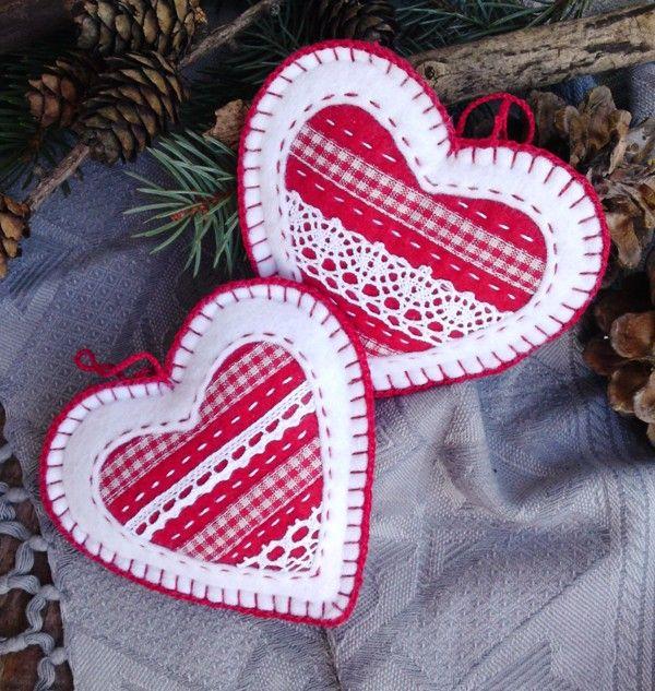 Vánoční ozdoby Romantické, ručně šité vánoční ozdoby, které můžete využít na stromek i adventní věnec. cena za 2 kusy velikost 10x10 cm