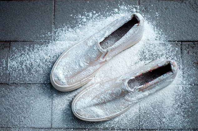 5 trucos para dejar tus tenis blancos como nuevos | Lavar