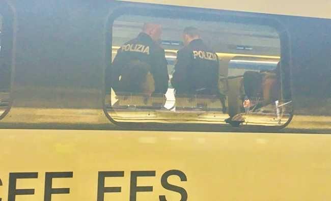 DOMODOSSOLA – 19-05-2017- Arrestato perché trovato condocumenti falsi.  Si tratta di un brasiliano, in transito su di un treno in stazione,  che stava cercando di andare oltre frontiera.  E' stat
