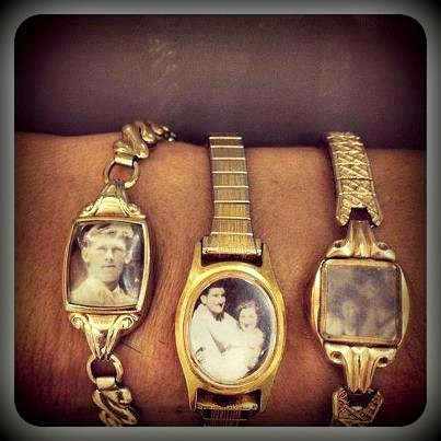 Re-purpose old watches into lockets: Picture, Oldwatches, Gift, Vintage Watches, Old Watches, Upcycle, Photo, Diy, Craft Ideas