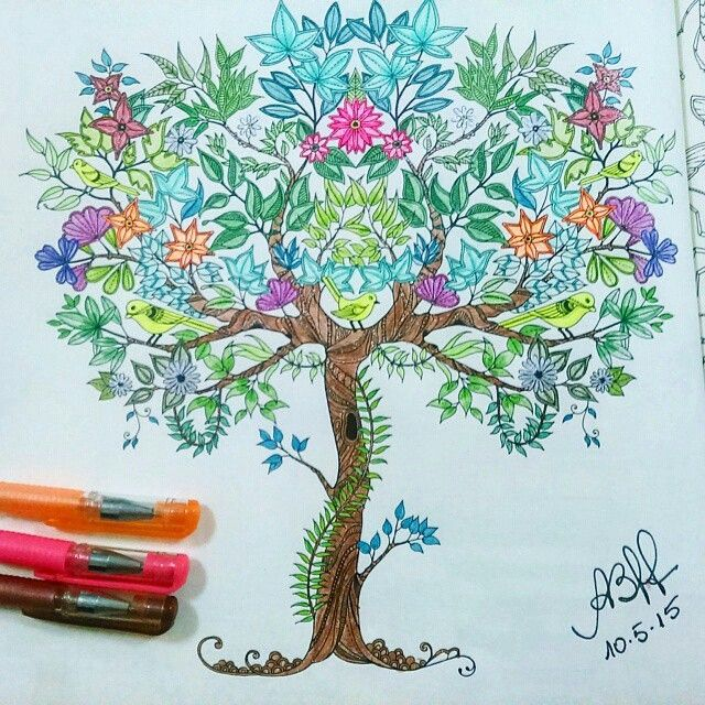 A  @bischoffanna  usou canetas gel para pintar a árvore, ficou linda  . ✔ Use #jardimdascores ,nos marque ou envie direct com sua foto  . . -  Minha árvore com canetas brilhantes!! ☺ #desenho #nossojardimsecreto #jardimsecreto #livrodecolorir #boanoite #Regrann