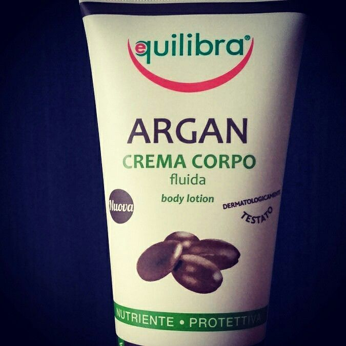 Crema Corpo Argan Equilibra senza parabeni. Nutriente e protettiva ottima per la pelle particolarmente secca e sensibile.
