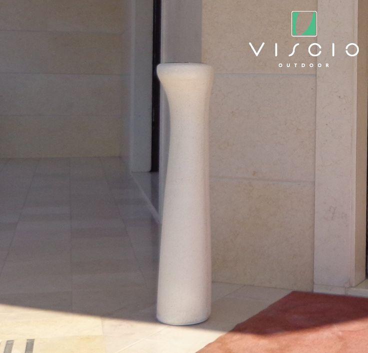 Viscio Manufatti ha il piacere di presentarvi il nuovo posacenere da esterno. Progettato dall'architetto Sabino Ferrante, è realizzato in pietra ricostruita con contenitore raccogli cenere in acciaio inox estraibile per lo svuotamento e completamente personalizzabile. #visciomanufatti #viscio #posacenere #design #pietraricostituita #ashtray #arredourbano #streetfurniture #lineaoutdoor #outdoor