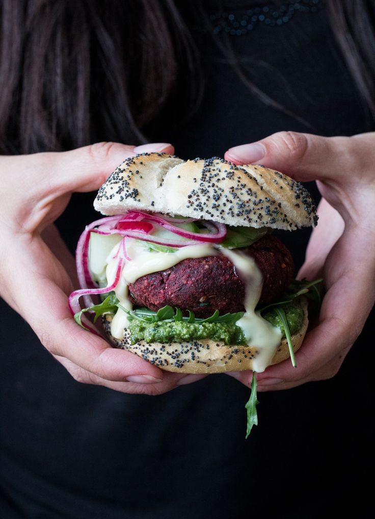 Vegan beetroot burger + a vegan cookbook giveaway - The Little Plantation Blog