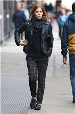 Kate Mara con look masculino y cazadora perfecto