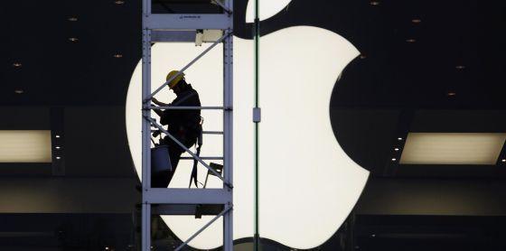 Obras ante la tienda de Apple en Hong Kong. BOBBY YIP (REUTERS) #fotografía #design