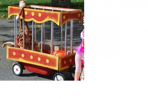 Beware of the Lion! | Costume Pop - could have a whole circus train if going with large families or a group of friends