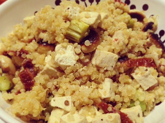 quinoa con tofu e asparagi