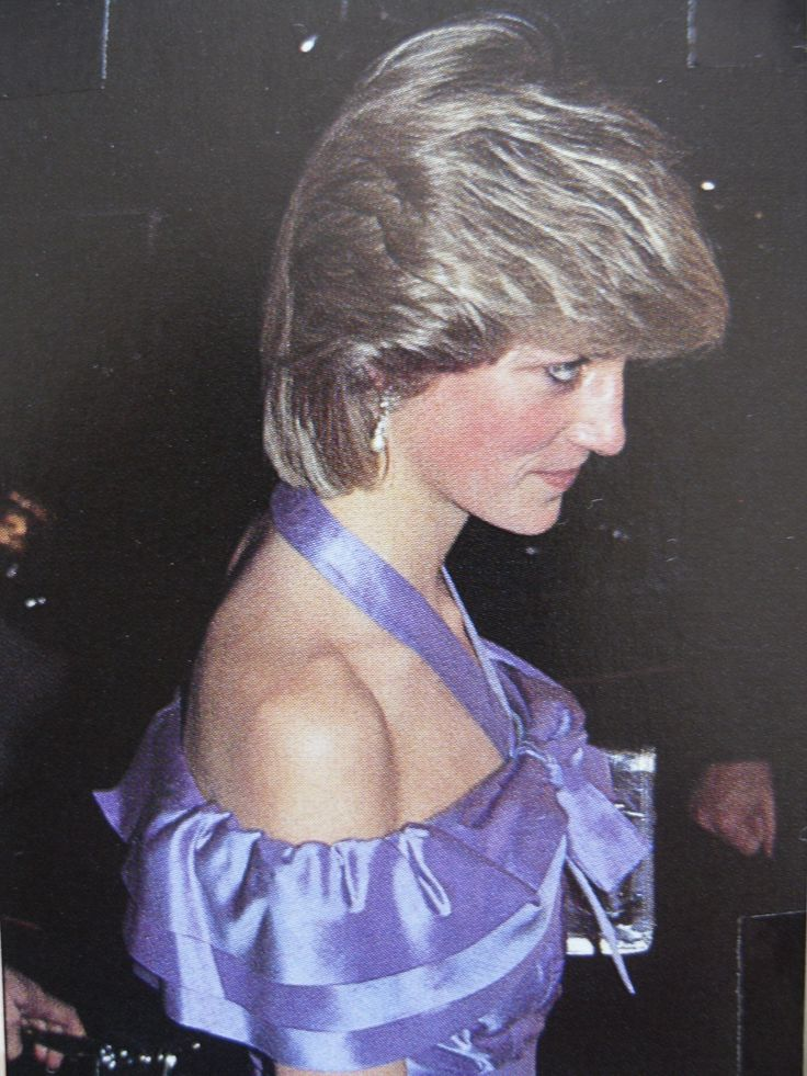 24 oct 1983 Princess Diana (Diana, Princess of Wales) pictured at a charity performance of Noel Coward's Hay Fever at the Queen's Theatre, Shaftesbury Avenue, London in 1983.