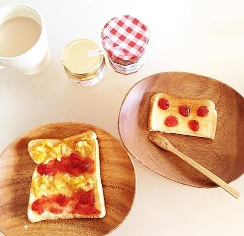 В Дании и Германии завтракают похоже : хлеб, тост с маслом и датским порезанным сыром, нежный датский белый сыр, джем и кофе.