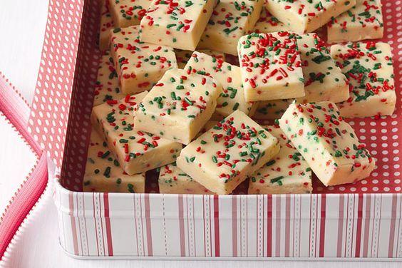 Vous craquez pour le fondant au chocolat? Décuplez le plaisir en préparant cette version au chocolat blanc, décorée de perles colorées. Son allure festive en fait un cadeau de Noël idéal!