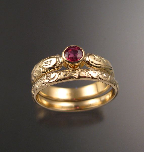 This pretty ring set has a Victorian antique look with a 4mm round natural Orange Sapphire from Ceylon. Set in 14k Yellow Gold The band