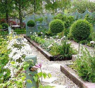 like the sleepers and rope fence, oh and trellis, and lollipop bay's and poppies - infact just like it all