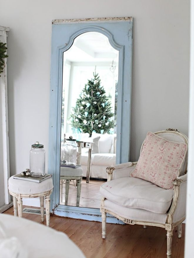 Vintage-White Christmas Decorating   http://www.designrulz.com/christmas-time/2011/12/vintage-white-christmas-decorating/