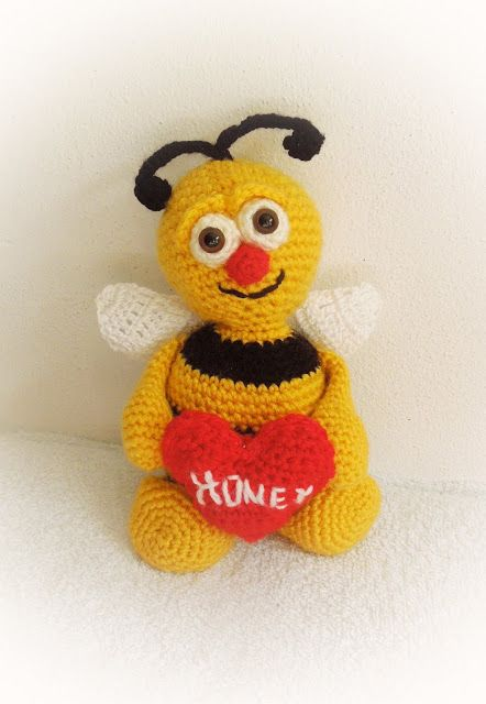 Diese lustige Biene häkeln.     Anleitung Kostenlos  Deutsch  Online verfügbar     zur Anleitung: Klick Hier