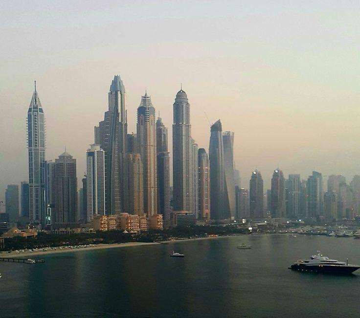 Almost not real... 🌚 #sunset #dubai #dubaimarina #gulf #travel #lookingback