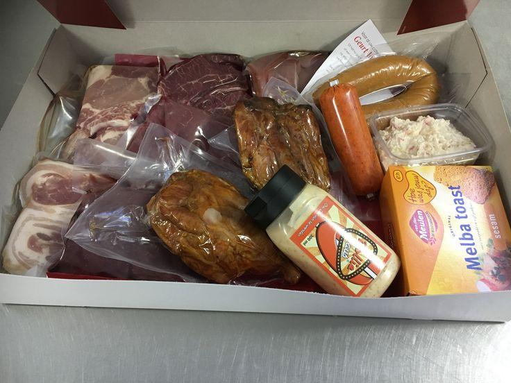 Ja hoor daar gaat tie weer.lekker vleespakket aangevuld met een mooi flesje Dolliesaus  Heb  je een verjaardag? Geef een vleespakket cadeau . www.catering-geurt.nl