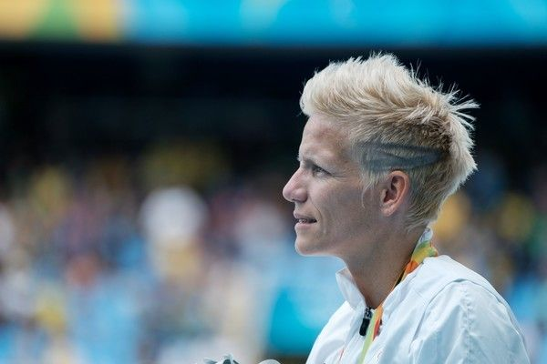 Belgium's Marieke Vervoort reacts on the podium after receiving the silver medal for the women's 400 m (T52) of the Rio 2016 Paralympic Games at the Olympic Stadium in Rio de Janeiro on September 10, 2016. / AFP / YASUYOSHI CHIBA