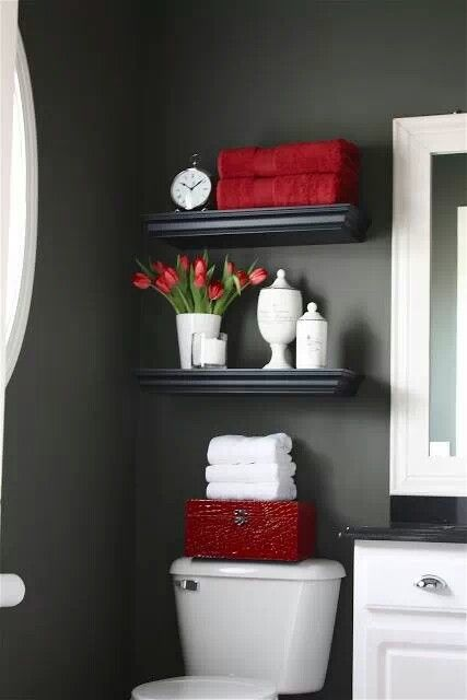 Love the drama and cleanliness. Shelf decor ideas