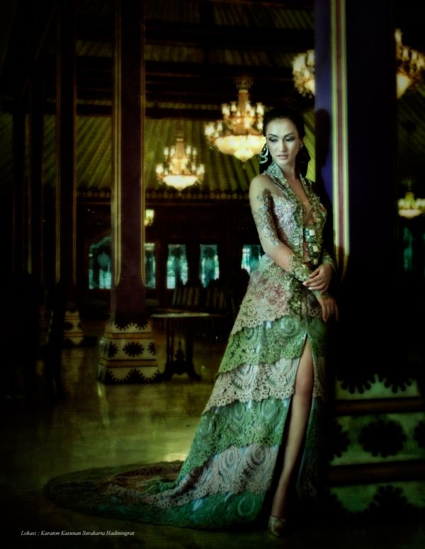 This is a Kebaya (a traditional Indonesian national costume) made by the famous Indonesian kebaya designer Anne Avantie. Gorgeous!