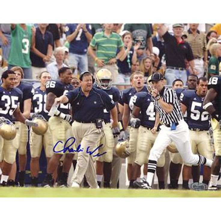 Charlie Weis Yelling from Sidelines with Team in the Background 8x10 Photo